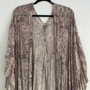 Soft nude/pink kimono w/ pretty purple/red design